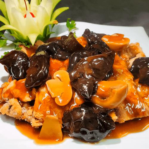 **(Personal)**  3 wantan frito, pollo chijaukay, arroz chaufa de pollo, 1 inka cola 500ml.