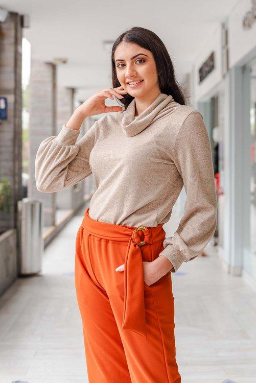 Pantalón de tela plana semi strech crepe,muy cómodo al cuerpo , de lazo a la cintura, y muy buen entalle . Disponible en talla S M L ,de la NUEVA COLECCIÓN!!