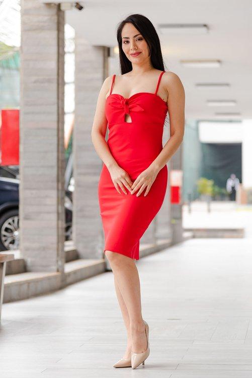 Vestido de tela punto roma strech , con lindo detalle en el delantero  Disponible en talla S M L