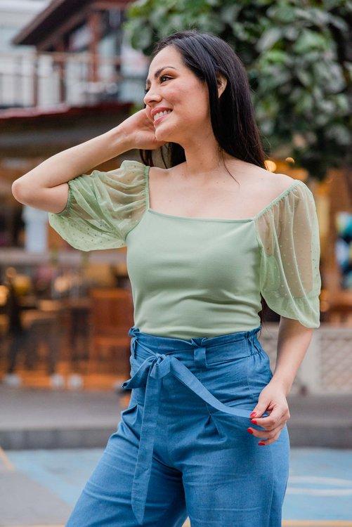 Hermosa blusa de tela scuba strech .  Disponible en talla S M L