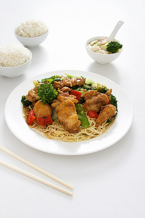 Sopa Suy Kao (sopera) Tallarín Salteado con pollo (trozo) Pollo TI PA KAY (dulce) Carne de res a la plancha Arroz chaufa especial (5 porciones)