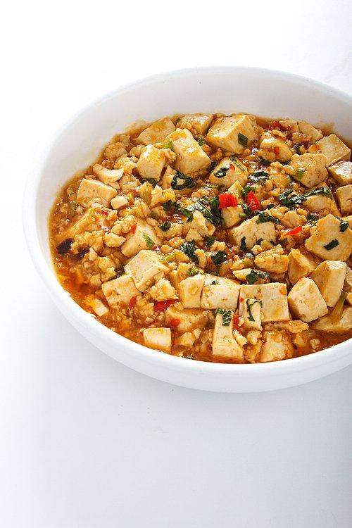 ¡Una sana opción! Trozos de tofu en salsa picante especial al estilo FU SEN. ¿Sabías que el tofu tienen una gran cantidad de proteínas y puede reducir el colesterol en la sangre?