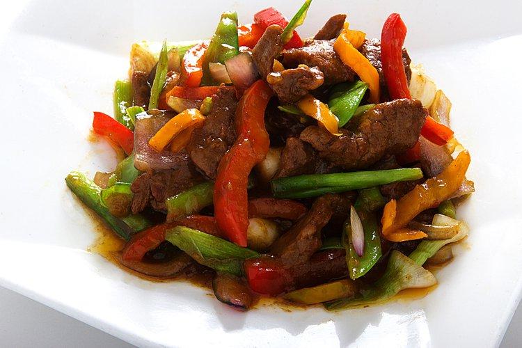 Carne de res salteada con verduras con la riquisima salsa SATE.