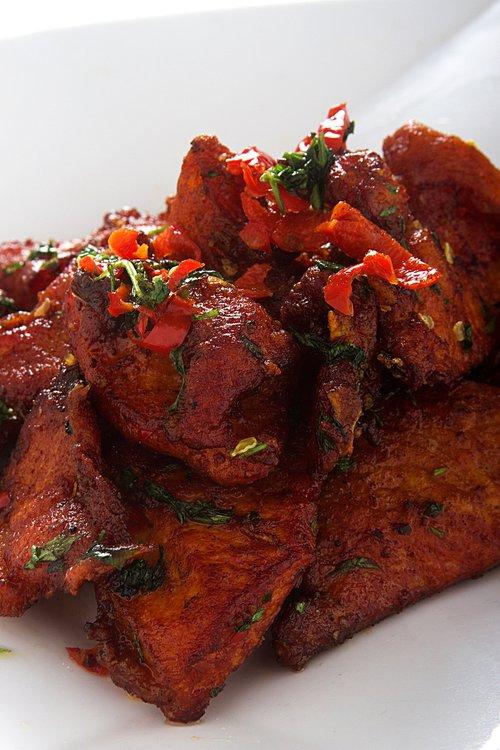 El punto de ají de nuestras especias picantes saca lo mejor de este delicioso chancho frito.