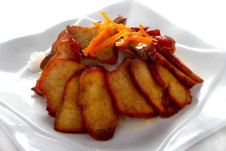 Riquísimo chancho asado acompañado de nuestro delicioso encurtido de nabo y zanahoria.