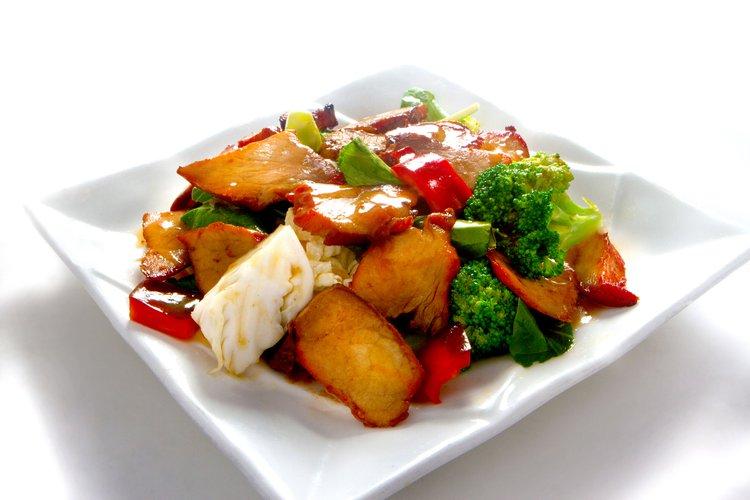 Poderoso chancho asado y salteado con verduras. El wok realza y unifica los sabores en este gran plato ;)