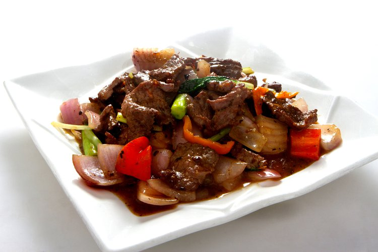 De la vaca a la boca. Carne de res salteada con verduras y salsa tausí para consolidar el sabor.