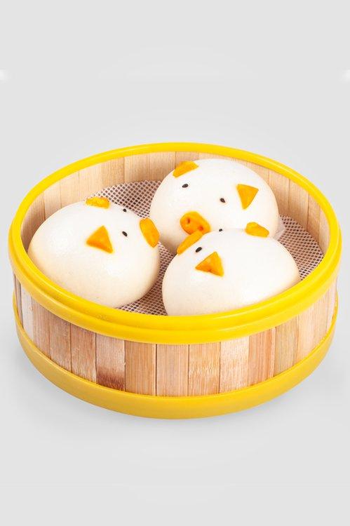 Masa de bao rellena con un un especial dulce de papa china y finamanente trabajado en forma de chanchito, tan tierno por fuera cómo por dentro!